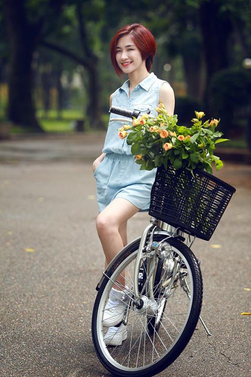 Hòa Minzy đẹp dịu dàng bên chiếc xe đạp teen 5