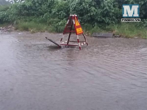 Nhiều tuyến phố Hà Nội ngập vì mưa 8