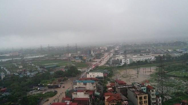 Nhiều tuyến phố Hà Nội ngập vì mưa 16