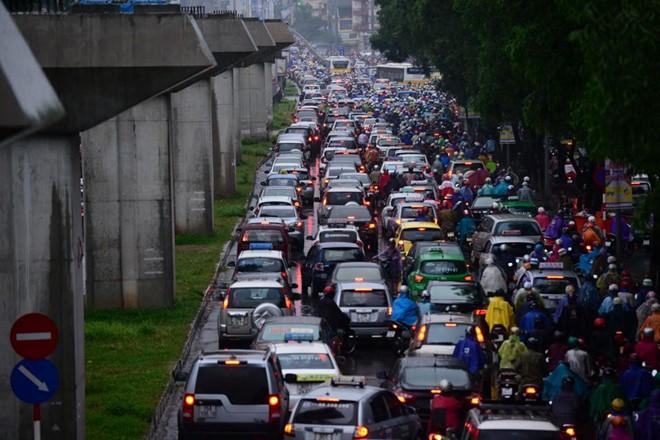 Nhiều tuyến phố Hà Nội ngập vì mưa 17