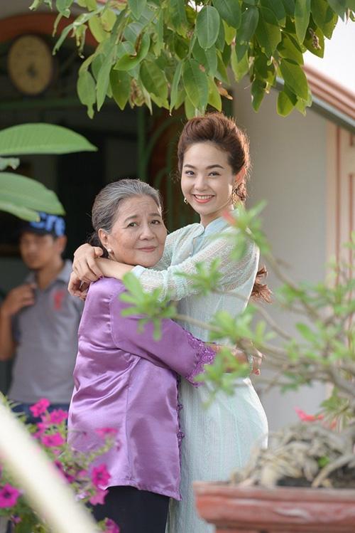 Minh Hằng yêu chàng khờ Ngô Kiến Huy trong phim ngắn