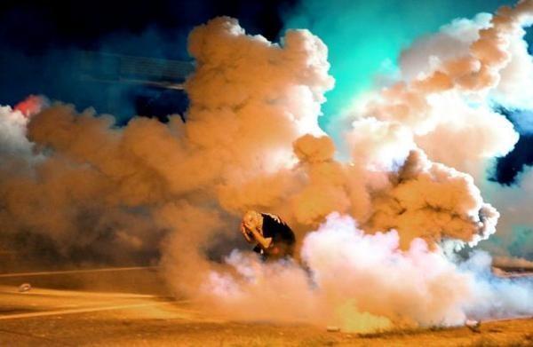 Chính quyền Mỹ mang xe bọc thép dẹp bạo loạn 10