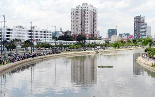 """Kỳ lạ kênh """"hút xác chết"""" giữa Sài Gòn  3"""
