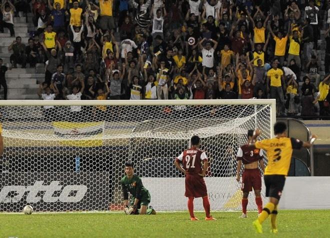 Màn trình diễn của U19 Việt Nam khiến khán giả Brunei thán phục 8