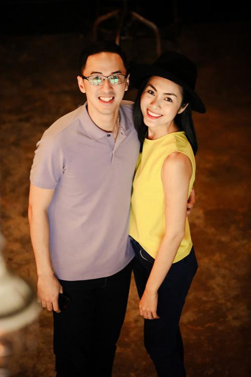 Vợ chồng Tăng Thanh Hà giản dị, thân thiện ngoài đời thường 7