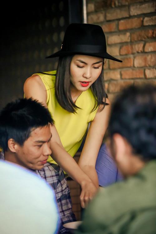 Vợ chồng Tăng Thanh Hà giản dị, thân thiện ngoài đời thường 9