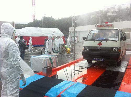 Kiểm soát Ebola tại TPHCM: 33 người phải khai báo y tế 13