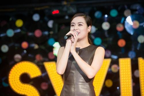 Hoàng Thùy Linh 'chịu chơi' trong ngày sinh nhật 10