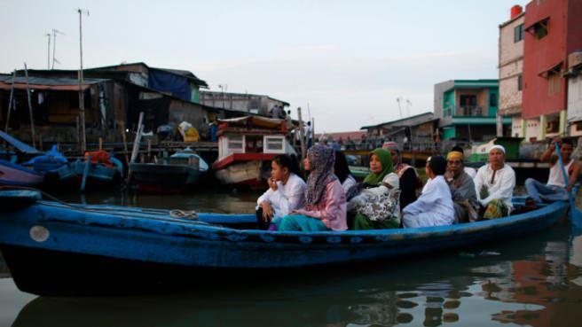 Chìm tàu Indonesia: Thêm người sống sót, 2 người vẫn mất tích 5