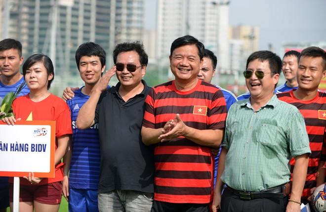 Bộ trưởng Thăng ghi bàn như cầu thủ chuyên nghiệp 6