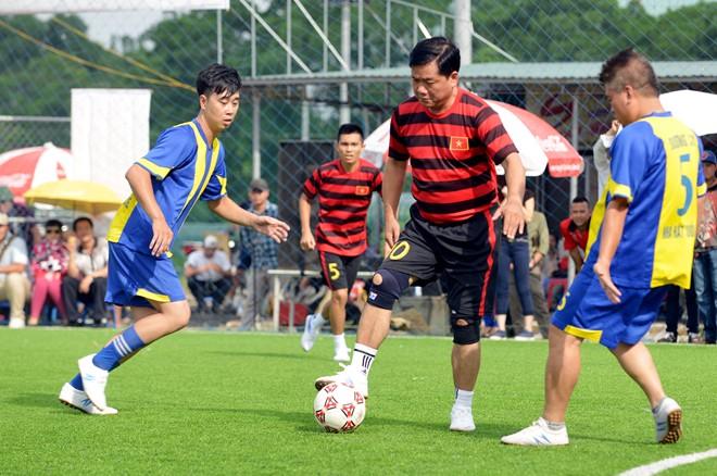Bộ trưởng Thăng ghi bàn như cầu thủ chuyên nghiệp 10