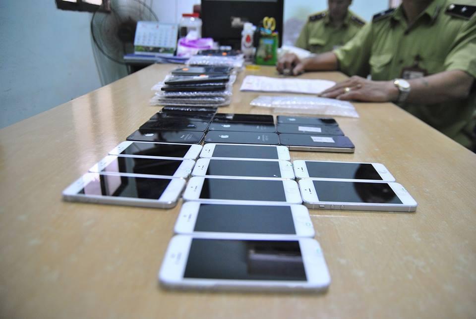 Hà Nội: Bắt giữ lô điện thoại iPhone lậu trên xe khách 5