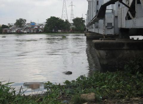 Bản tin 113 – ngày 20/8: Thi thể người đàn ông bị cột bao đá nổi trên sông Sài Gòn… 5