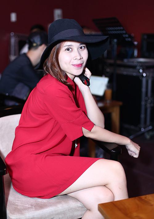 Hình ảnh Lưu Hương Giang mặc sexy đi tập hát cùng trò cưng số 3