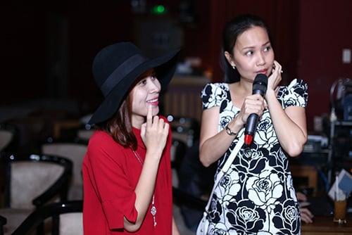 Hình ảnh Lưu Hương Giang mặc sexy đi tập hát cùng trò cưng số 5