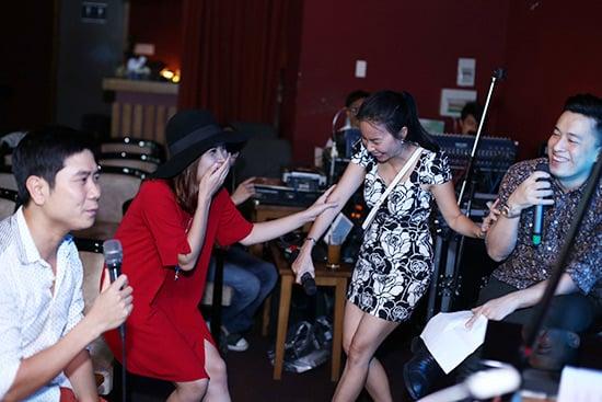 Hình ảnh Lưu Hương Giang mặc sexy đi tập hát cùng trò cưng số 6