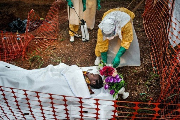 83 người đến Việt Nam từ tâm dịch Ebola 6