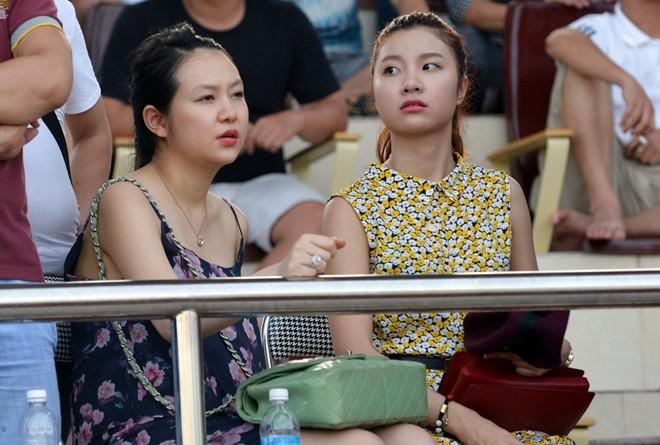 Giải bóng đá phủi có Tuấn Hưng tham dự phải hoãn vì quá đông 8