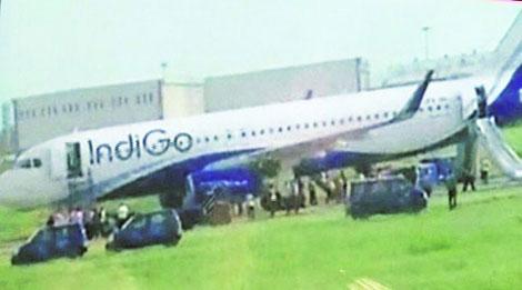 Máy bay Ấn Độ chở 150 người bốc cháy khi hạ cánh 5