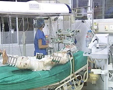 2 chiến sĩ bị thương trong vụ máy bay rơi ở Hòa Lạc vẫn đang nguy kịch 5