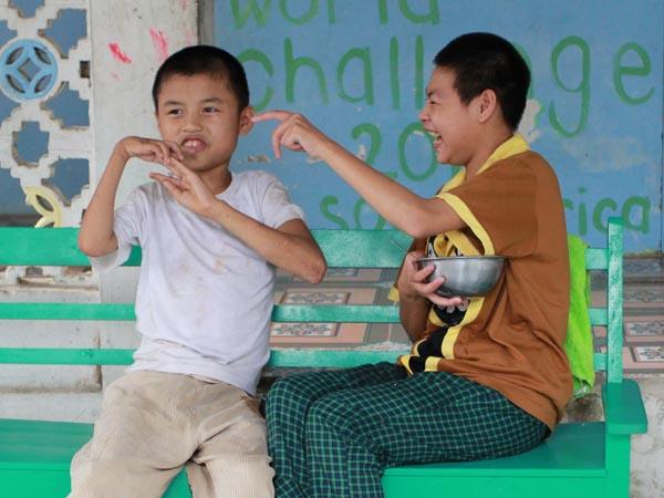 Trẻ chùa Bồ Đề quây quần trong ngôi nhà mới 13