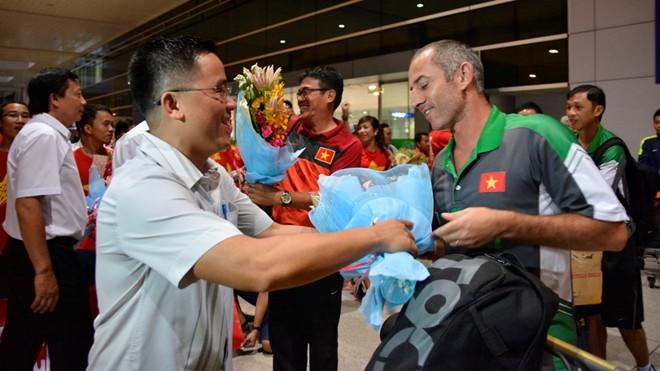 U19 Việt Nam buồn bã khi trở về nước 8