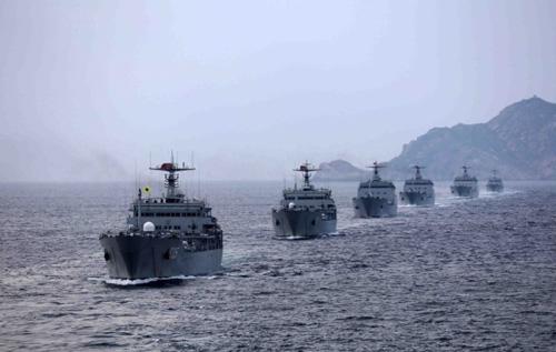 Trung Quốc tập bảo vệ giàn khoan trên Biển Đông 5