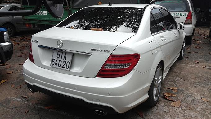 Xe hơi của siêu mẫu Thanh Hằng làm một nữ sinh nguy kịch? 5
