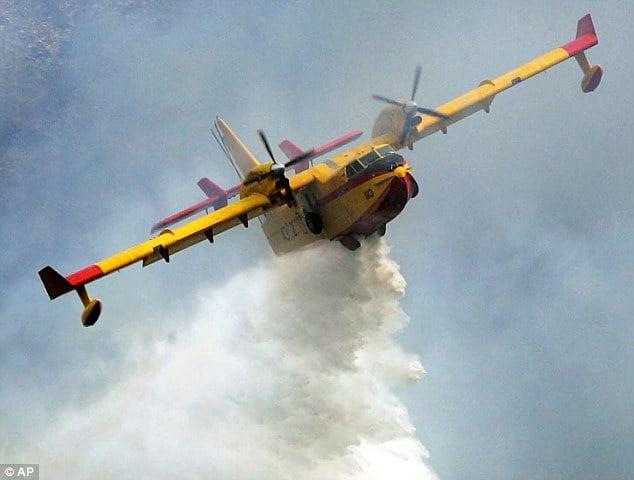 Dội nước đá (Ice Bucket Challenge): Nhập viện vì dùng máy bay cứu hỏa dội nghìn lít nước 5