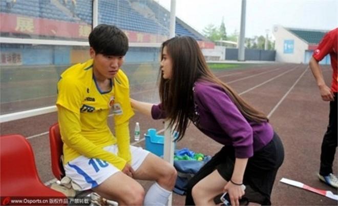 Vẻ đẹp thiên thần của nữ chủ tịch CLB bóng đá Trung Quốc 13