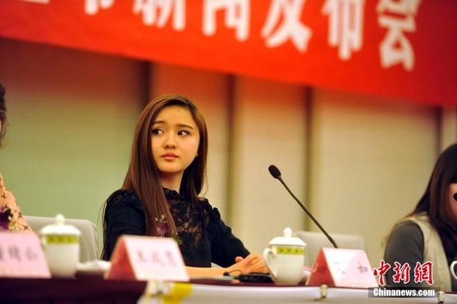 Vẻ đẹp thiên thần của nữ chủ tịch CLB bóng đá Trung Quốc 9