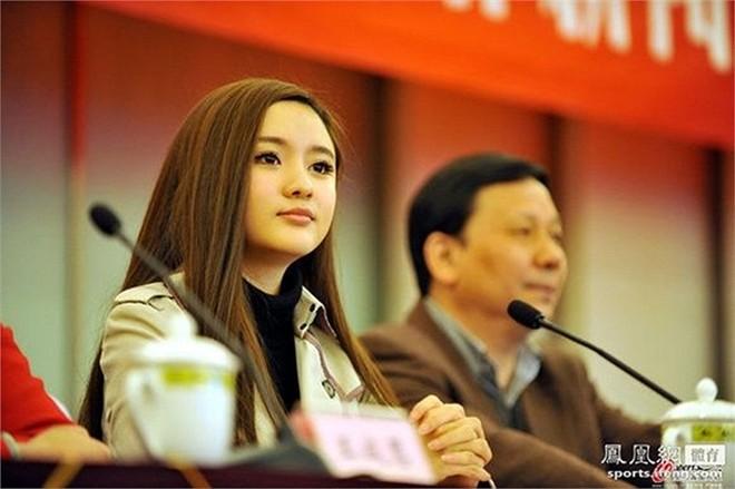 Vẻ đẹp thiên thần của nữ chủ tịch CLB bóng đá Trung Quốc 11