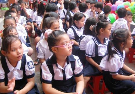 Sở GD_ĐT Hà Nội khuyến khích không mua áo đồng phục cho học sinh