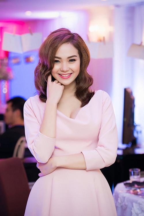 Ngỡ ngàng trước vẻ đẹp diệu dàng nữ tính của Minh Hằng 7