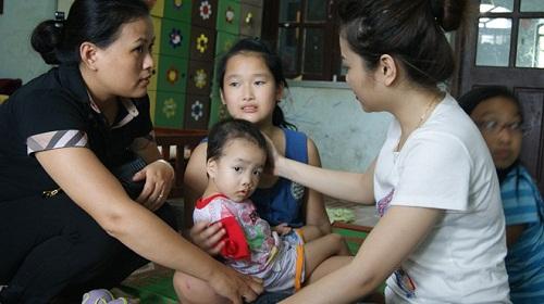 """Người phụ nữ xin nuôi bé ở chùa Bồ Đề: """"Đâm đầu vào đá?"""" 6"""