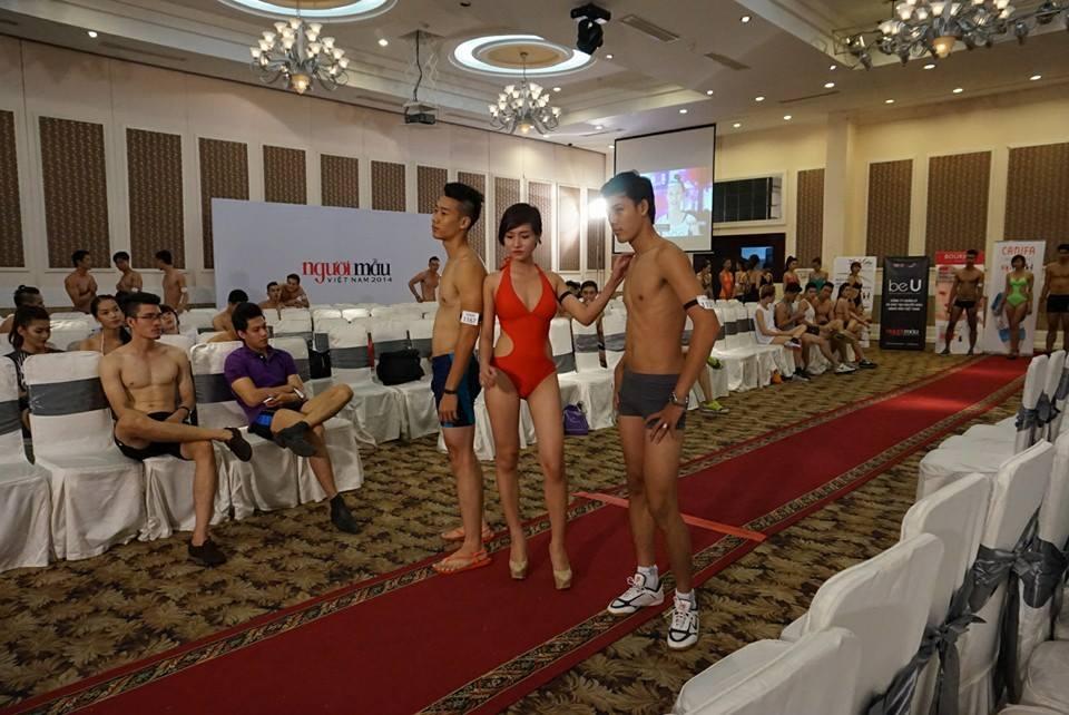 Vietnam's Next Top Model 2014: Bên trong phòng đo hình thể thí sinh 13