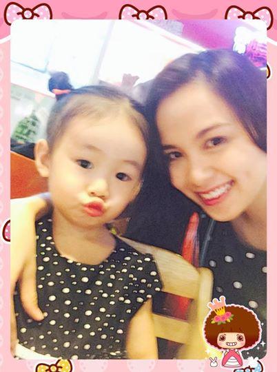 Hoa hậu Diễm Hương vẫn điệu đà tạo dáng trước nghi án mang bầu 5 tháng 8