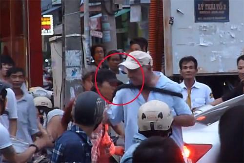 Khách Tây say xỉn đánh người ở Đà Nẵng phải bồi thường 3.000 USD 4