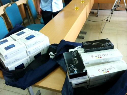 Tiếp viên trưởng Vietnam Airlines vận chuyển 345 bao thuốc lá lậu 4