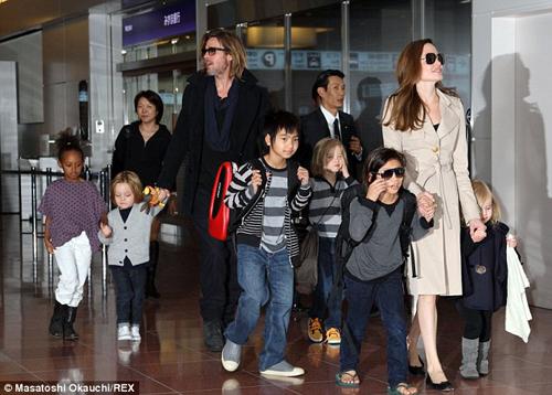 Angelina Jolie và Brad Pitt tổ chức đám cưới tại Pháp sau 9 năm hẹn hò. 6
