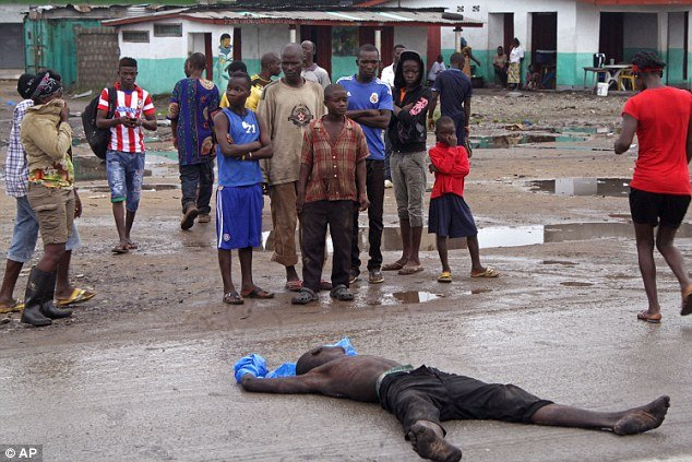 Thi thể nạn nhân Ebola phơi giữa phố 5