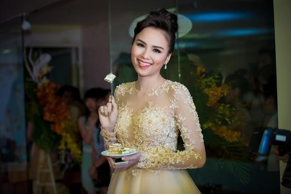 Lần đầu lộ diện bạn trai Hoa hậu Diễm Hương 8