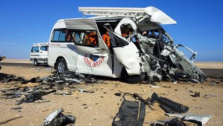 Xe bus lật nhào, bốc cháy, 11 hành khách bị thiêu chết 6