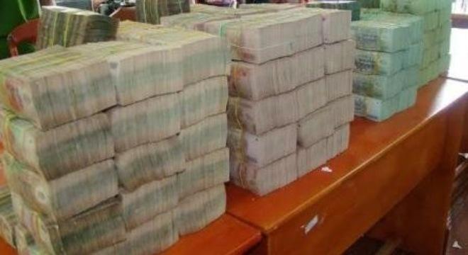 Dùng ô tô chở hơn 18 tỷ đồng tiền Việt Nam sang Campuchia 6