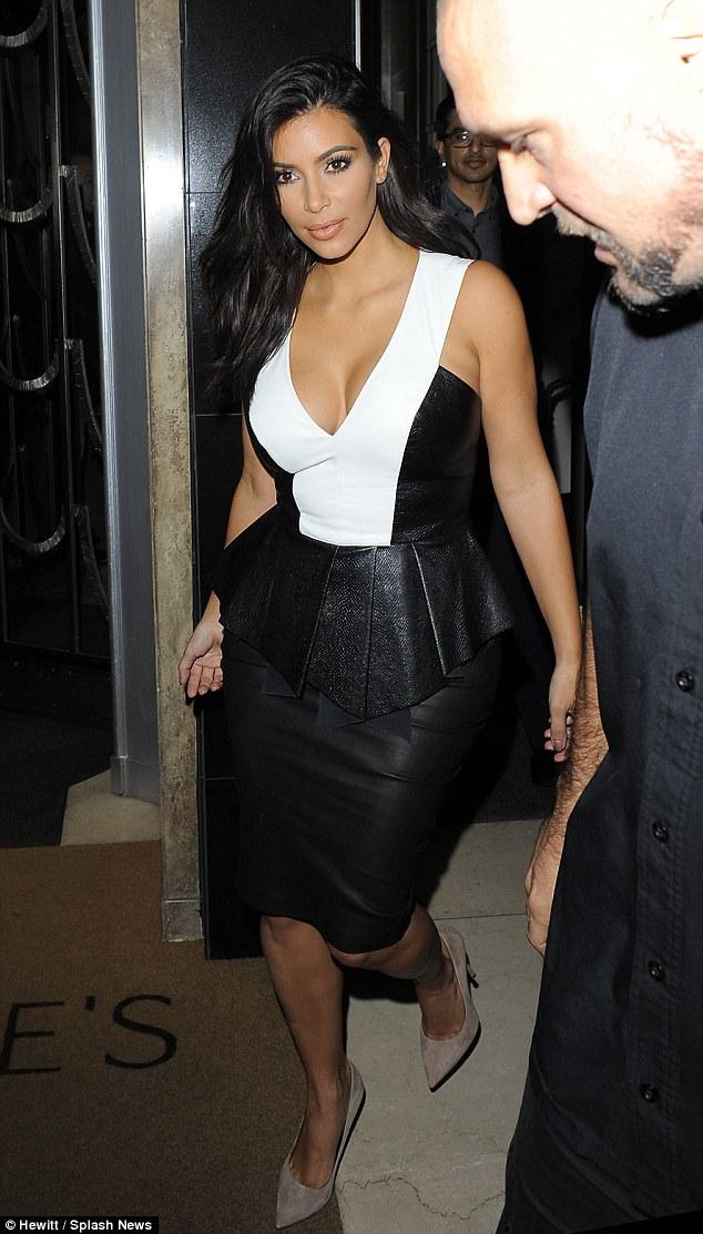 Kim Kardashian gặp sự cố tại sự kiện 6