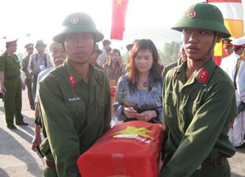 'Trò xiếc' tìm mộ của 'nhà ngoại cảm' Phan Thị Bích Hằng: Từ em gái GS Trần Phương tới mộ Nam Cao 8