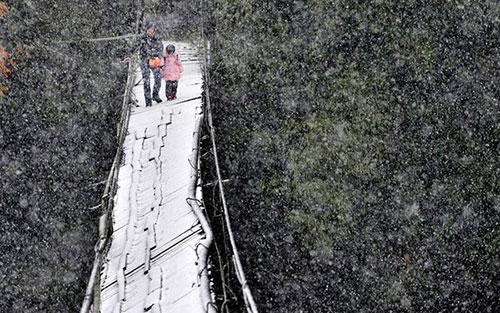 Rùng mình những con đường đến trường nguy hiểm nhất thế giới 14