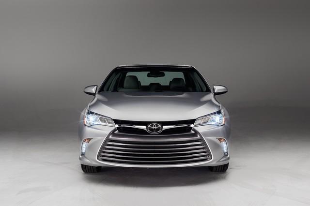 Giá bán chính thức của Toyota Camry 2015 5