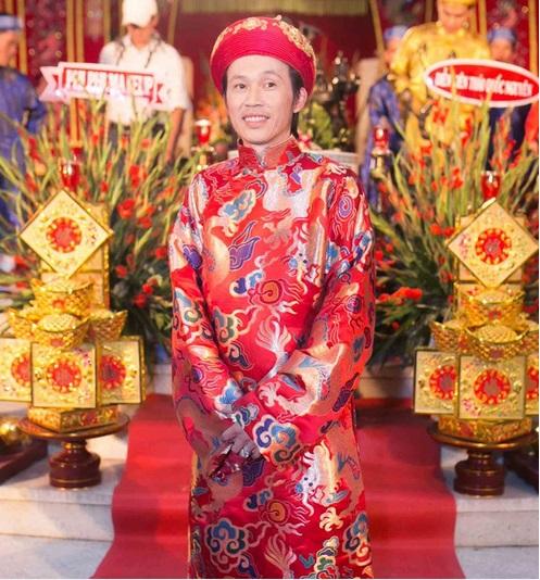Angela Phương Trinh kín đáo đi dự giỗ Tổ nghề 7