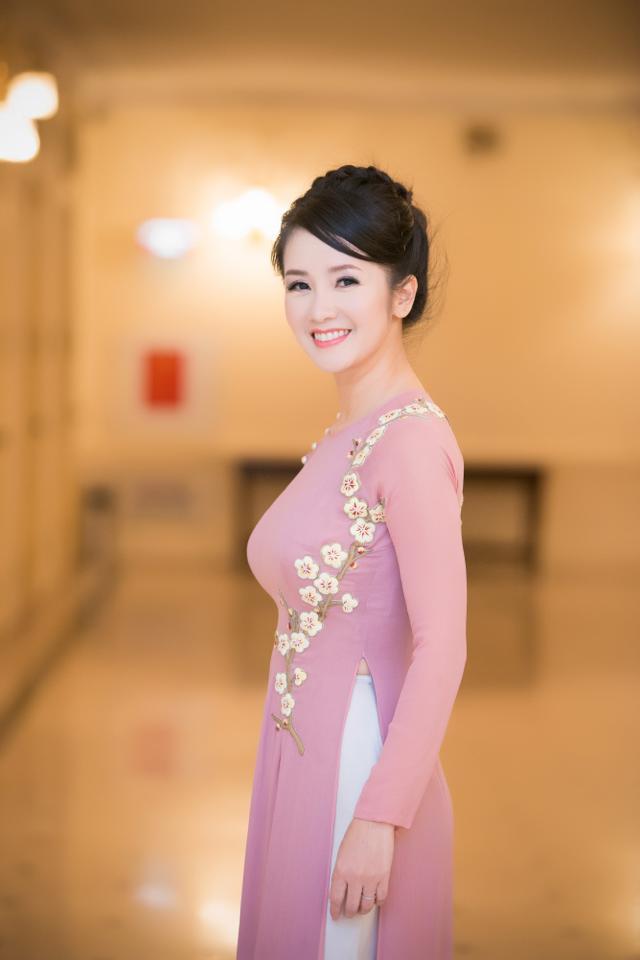Hồng Nhung nền nã với áo dài đậm chất Hà Thành 5